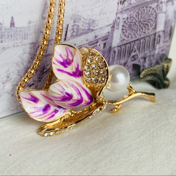 BETSEY JOHNSON Purple & White Flower Necklace